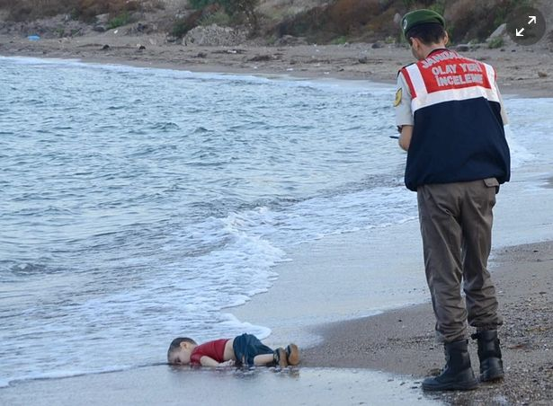 Sorry to share this. But PM today said UK need not help Syrian refugees… http://www.theguardian.com/world/2015/sep/02/shocking-image-of-drowned-syrian-boy-shows-tragic-plight-of-refugees … #KiyiyaVuranInsanlik