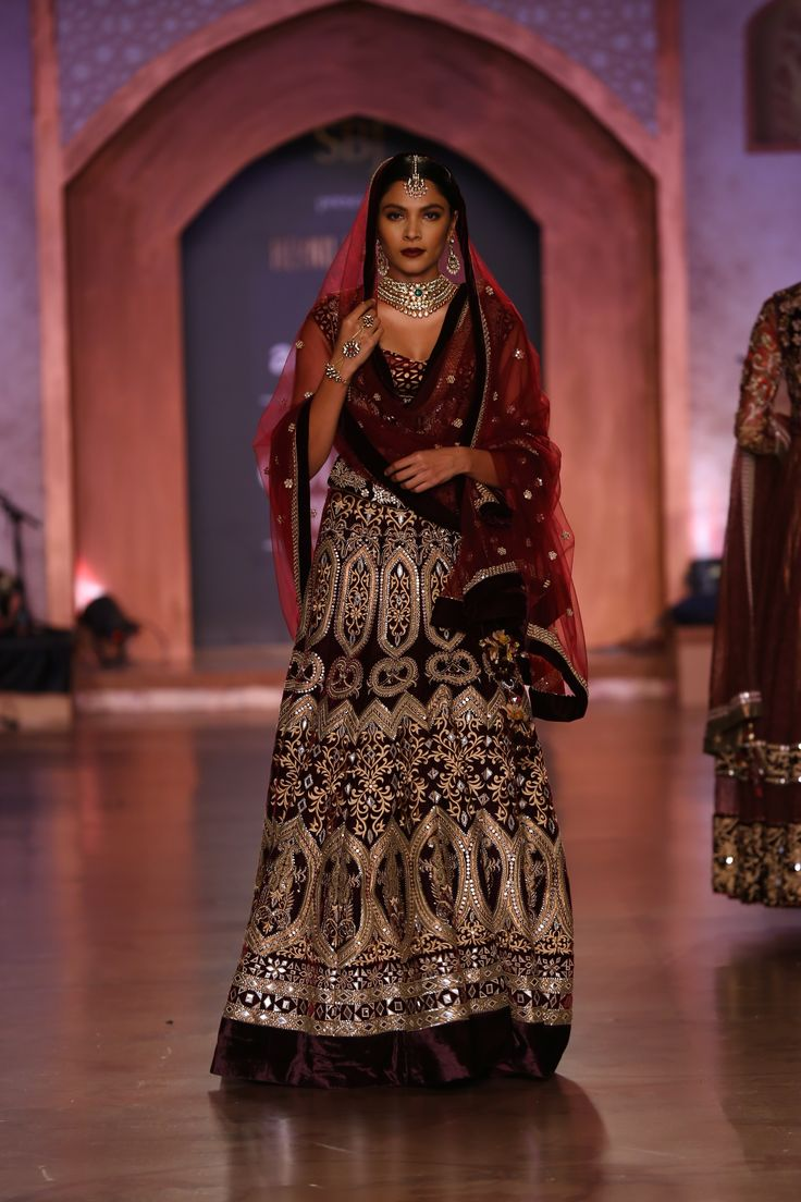 #ICW #AICW2015 #fdci #sunar #reynutaandon #richachadda #bridal #couture #indian #indianwedding #wedding #weheartit #redandgold #heritage #traditional #elegant #intricate #lehenga #anarkali #gold #sensual