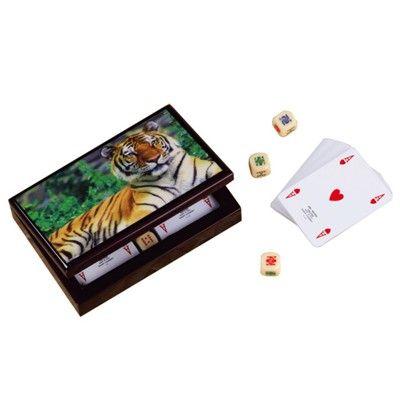 http://www.lorenzimilano.it/gioco-e-il-tempo-libero/carte-poker-fiches-e-dadi/portacarte-in-legno-laccato-tigre.html Per la #mamma che ama giocare a #carte. Imperdibile #regalo #festadellamamma Contenuto: 2 mazzi di carte da poker leggero, 5 dadi poker Materiale: legno con finitura lucida Numero carte: 52 al mazzo.