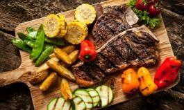 Lecker: ein Steak und jede Menge Grillgemüse vom Kontaktgrill