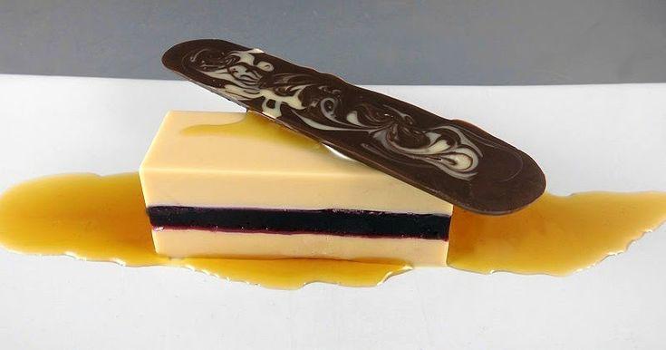 Blu aragosta: Lingotto al cioccolato bianco con gelatina di mirtilli e succo d'acero