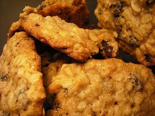 Domestic Sluttery: Baking for beginners: Oat and raisin cookies