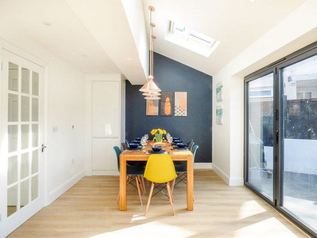 Poole Holiday Cottage: Open plan kitchen   Image Copyright Sykes Cottages Ltd