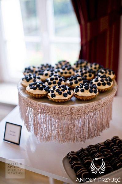 13. Platinum Gold Wedding, Sweet buffet, Platinum decoration / Platynowo złote wesele, Słodki bufet, Anioły Przyjęć