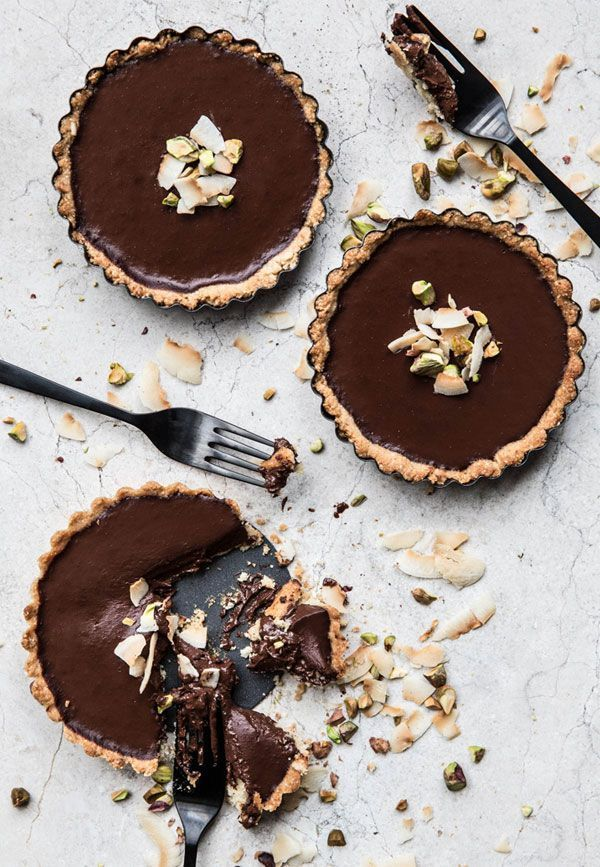 coconut and chocolate pistachio tart | apartment 34.
