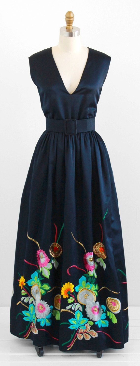 vintage early 1970s Oscar de la Renta midnight blue silk kimono embroidered maxi dress | http://www.rococovintage.com