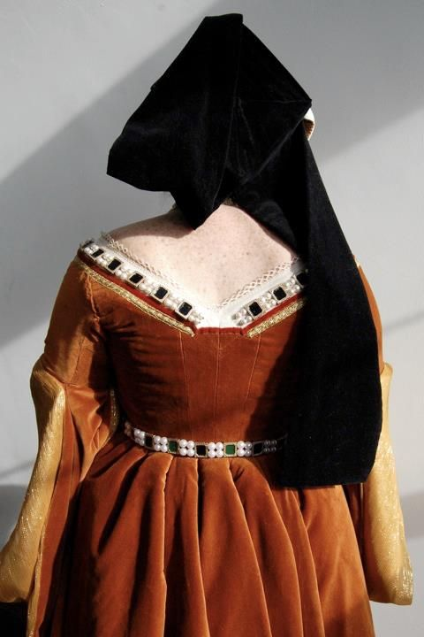 Back view of Tudor gown and gable hat