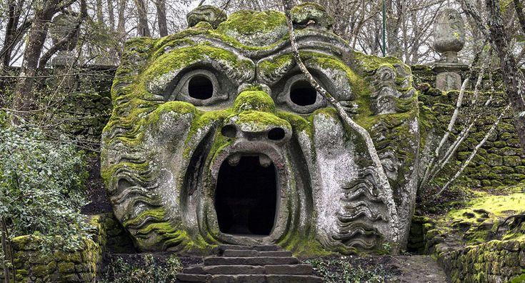 Bomarzo, con le sue sculture grottesche, è un luogo unico al mondo che fonde alchimia, natura e mistero