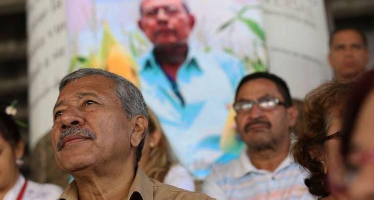 El presidente de la República Bolivariana de Venezuela, Nicolás Maduro, informó este jueves en Facebook Live el incremento de las pensiones a 392.646 bolívares y del bono de sobrepensión a 157.000 bolívares.  Así, los abuelos en Venezuela que están incorporados al programa de protección recibirán mensualmente un total de 549.705 bolívares.