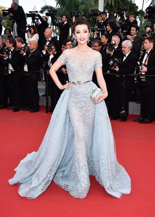 Li Bingbing en robe Zuhair Murad haute couture printemps-été 2015 et pochette Jimmy Choo