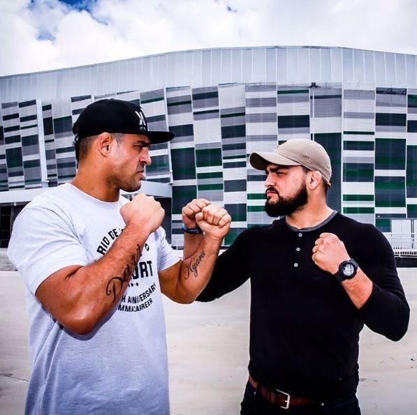 That size difference is too real between former champion Vitor Belfort and Kelvin Gastelum is too real.  MMA fans think Gastelum can overcome the 'Young Dinosaur' with his speed and explosiveness or will the size and technique of Belfort be too much for the new involuntary middleweight?  http://ift.tt/2h35XMu  #mma news #ufc news #bjj #bjjgirls #love #instagood #mmahypewatch #conormcgregor #rondarousey #ronda rousey #boxing #taekwondo #silat #conor McGregor #wrestling #kickboxing #mma hype…