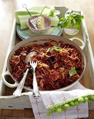 Heute kochen wir Pasta mit Tomaten-Thunfisch-Sugo. Das Rezept verraten wir HIER.