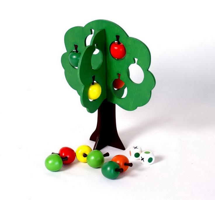 """""""Äppelklau""""  Bei diesem Würfelspiel sollen die Spieler die süßesten Äpfel pflücken! Ein spannendes Spiel zur Schulung der Farberkennung für 2 - 4 Spieler. ca. 24 x 21 cm"""