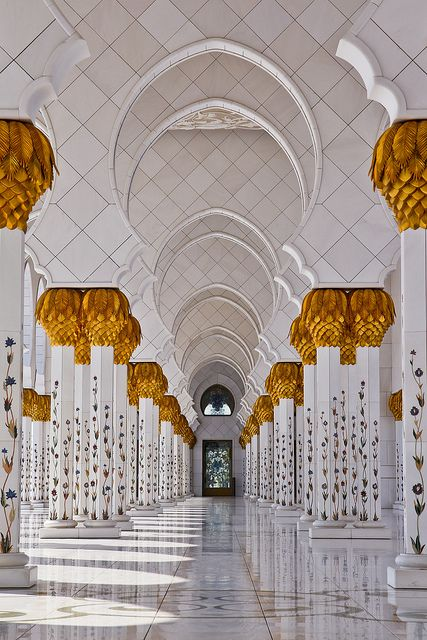Arches at Sheikh Zayed Mosque in Abu Dhabi, United Arab Emirates (by modenadude).