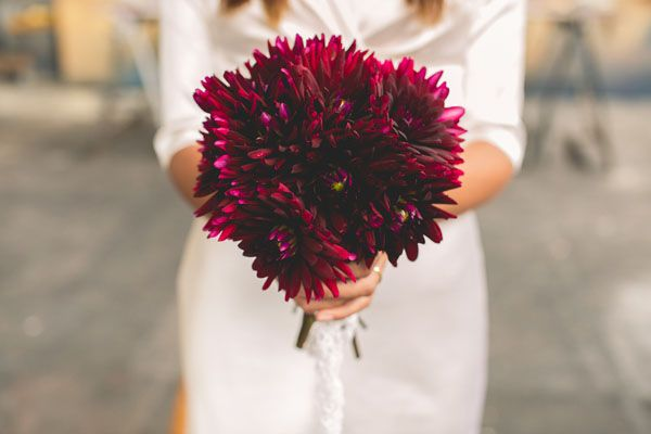 burgundy bouquet http://weddingwonderland.it/2015/04/matrimonio-industriale-ispirato-all-arte.html