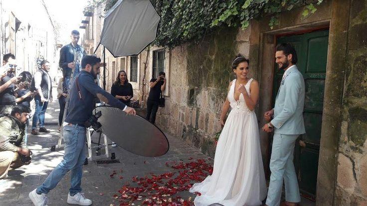 El Ayuntamiento de Morelia a través de la Secretaría de Turismo impulsa a la capital de Michoacán como un destino turístico de romance, acompañado por planeadores de bodas y especialistas ...