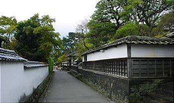 Hagi castle town. During the Edo Period (1603-1868), Hagi served as the capital of the local daimyo (feudal lords) and prospered as a castle town. While the lord and his family lived in the castle itself, his retainers resided in the nearby samurai quarters of the castle town (Jokamachi). Several lanes, lined by the white walls and wooden gates of former samurai mansions are beautifully preserved in the Jokamachi district of Hagi today.