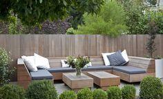 Lounge bank hardhout met waterafstotende kussens en bijpassende tafels www.biesot.nl