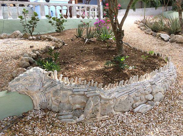 'Iguana' · 50x400cm · dead coral and cement · Curaçao - Dutch Antilles · © Sander Van Stijn · 2012
