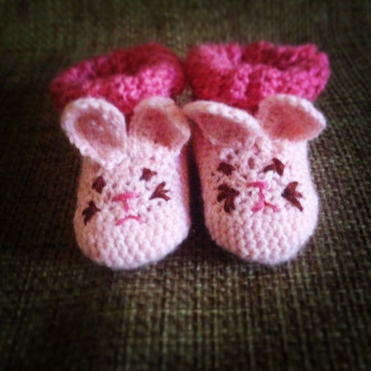 Crochet bunny boots do a baby girl