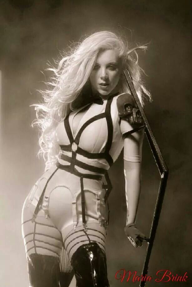 I have a thing for strong women in rock. Maria Brink, singer of In This Moment turns her lifestories into super-empowering metal, with a voice to die for and lots of theatrics. Plus, she's a total knockout. Girlcrush, big time!
