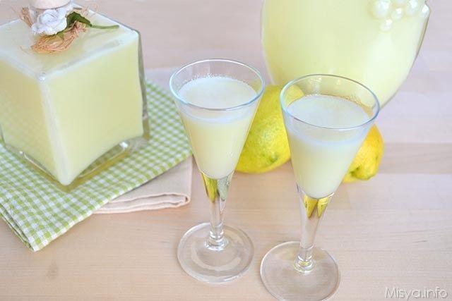 Crema di limoncello, scopri la ricetta: http://www.misya.info/2015/01/04/crema-di-limoncello.htm