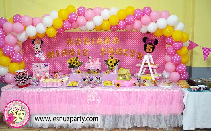 Cumpleaños temática Minnie Mouse mesa dulce - Minnie Mouse birthday themed dessert table Lesnuzparty