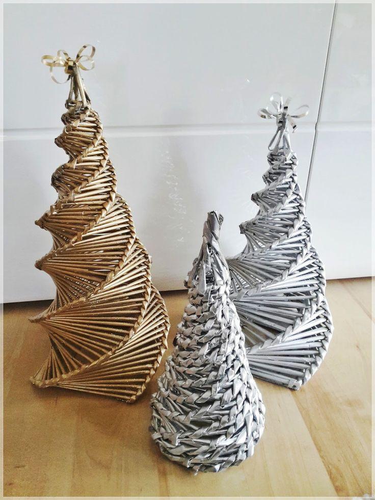 Weihnachtsbaum aus Zeitung           Eine schöne Geschenkidee.  Wer noch kein Weihnachtsgeschenk hat, kann eins selber basteln und befüllen...