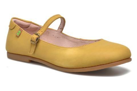 """El Naturalista ist eine Marke aus der Provinz Rioja in Spanien, einer sehr fruchtbare Region, die für ihre Schuhhandwerker und die besondere Herstellung traditioneller Schuhe bekannt ist. Ihr Slogan """"caminar por la vida"""" drückt die Philosophie dieser Mark ..."""