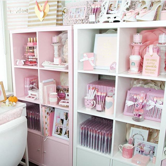 Ladies You Need to Check out the Account of @slmissglam She has the Most Beautiful working Place all of her posts are full of pink and glam
