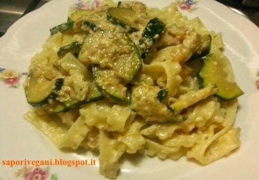 reginette con zucchine e salsa di noci vegan