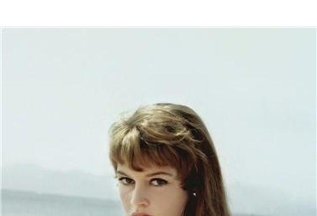 元祖おフェロ♡ブリジット・バルドーが惚れ込んだ「赤」コーデとは | 4MEEE