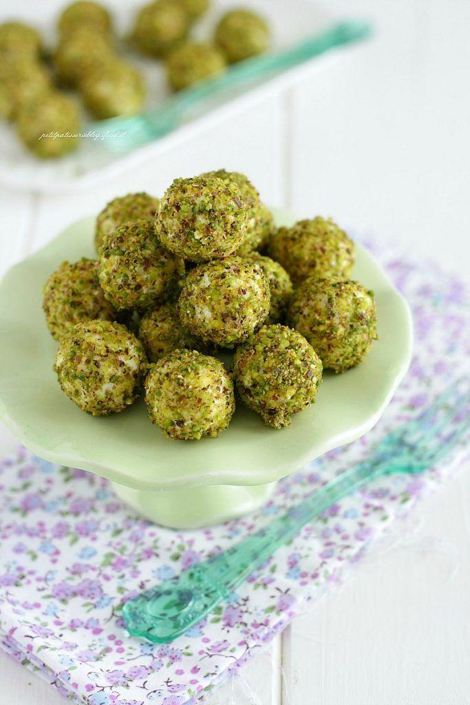 Tartufini salati {con ricotta e pistacchi}