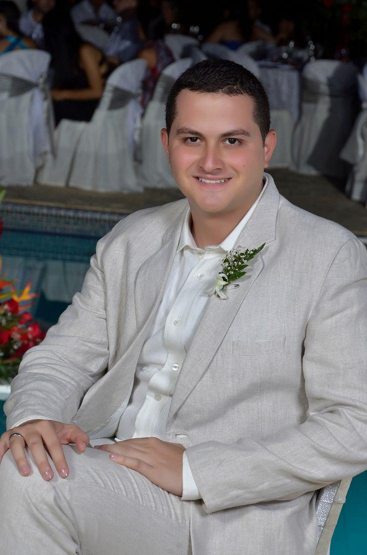 Carlos Mario, un novio accesible y romántico.  #FotografosDeBodasCali