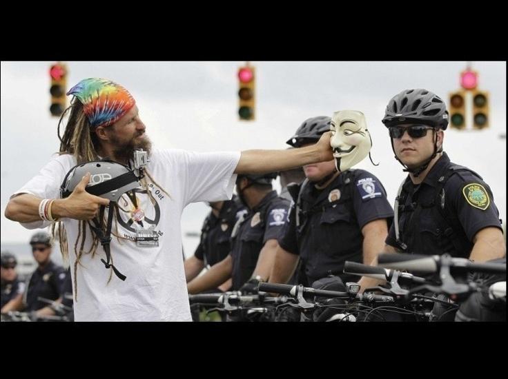 Galerie - 24 heures en images - Un membre du mouvement Occupy lors d'une protestation contre la tenue de la convention démocrate, à Charlotte, le 4 septembre 2012, jour de l'ouverture de cette grand-messe du parti dans cette ville de Caroline du Nord