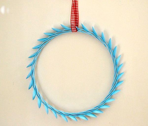 diy spoon wreathhttp://www.sheknows.com/living/articles/962750/diy-plastic-spoon-wreath