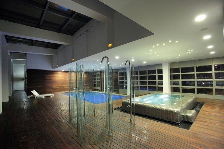 ¿Te imaginas disfrutar al máximo de Las Fiestas del Pilar y poder relajarte después en un spa? No lo imagines más y reserva en nuestro Hotel Reina Petronila :)
