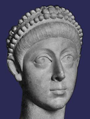 Fravitta aparținea nobilimii gotice.Era un păgân, spre deosebire de majoritatea goților care trecuse la arianism, motiv pentru care va fi lăudat de retorul grec Eunapius, ostil creștinismului.