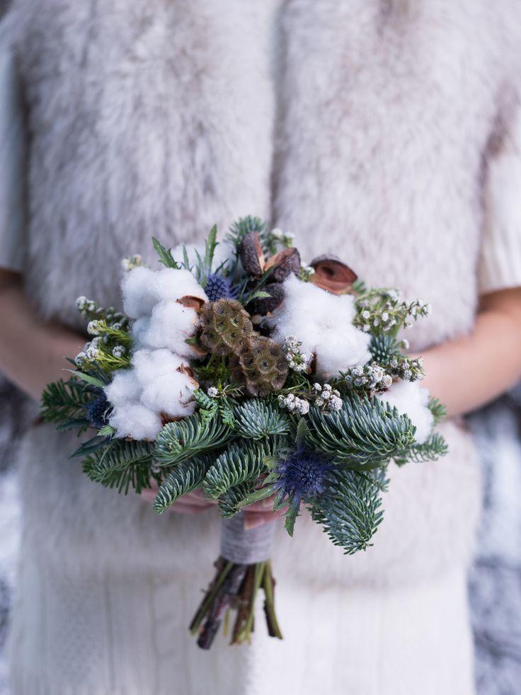 Winter wedding bouquet. Зимний свадебный букет.