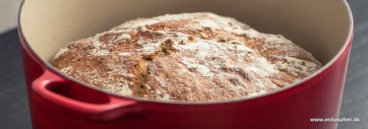 Verdens bedste brød bagt i gryde - skal ikke æltes. Verdens bedste og nemmeste grydebrød du nemt kan lave med børnene.