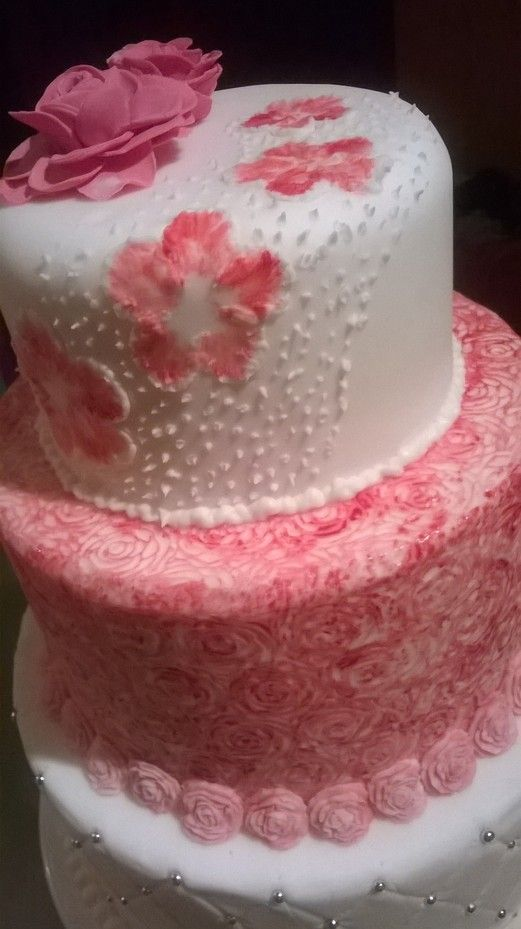 Wedding cake with quilting, roses and flower details