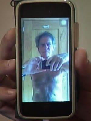 """Encuentran """"selfies"""" de desnudos en teléfonos viejos"""