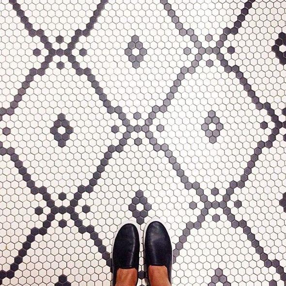 Suelo mosaico hexagonal. Castaño Construcción