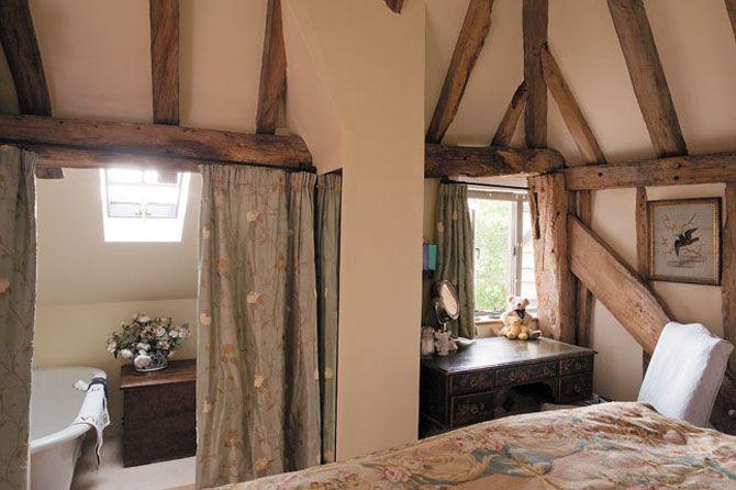Cottage decor: Bedroom | via Wealden Times