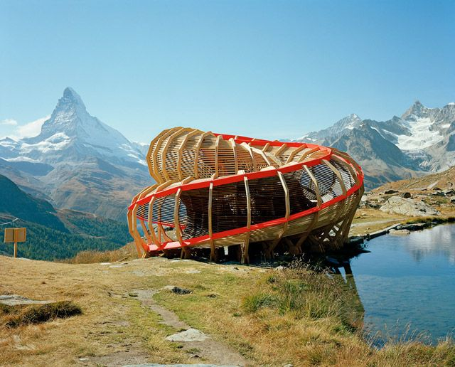 Evolver is a wooden construction build by 2nd year students from the ALICE Studio at Ecole Polytechnique Fédérale de Lausanne (EPFL), Switzerland. When you walk through it, you'll make a 720° turn and have an amazing panorama on the surroundings of Zermatt.