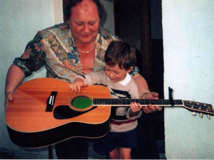 New/Old picture of Niall when he was younger. So cutie :D