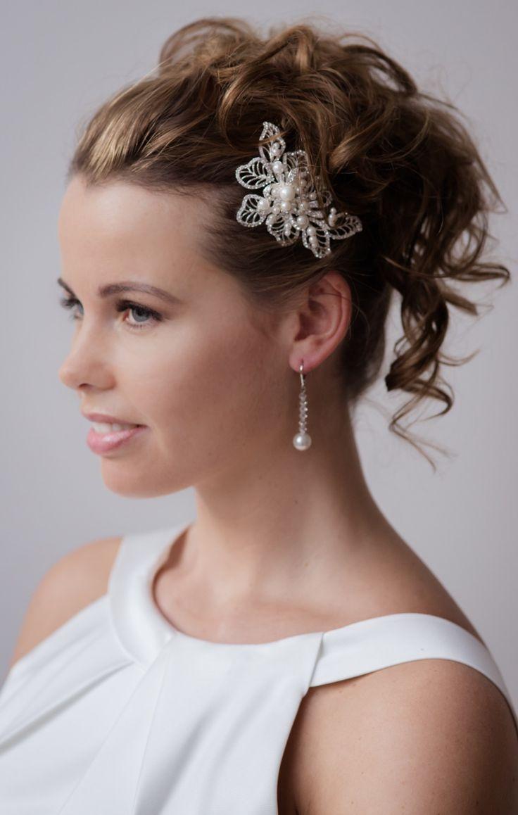 Bruidskapsel, Haaraccessoires, Bruid, Tiara, Diadeem, Bruidssieraden, Swarovski, Wedding hairstyle accessoires, Bandana, Haarband, Haarjuweel, Haarsieraad, online webshop, www.sayyestothedr...,