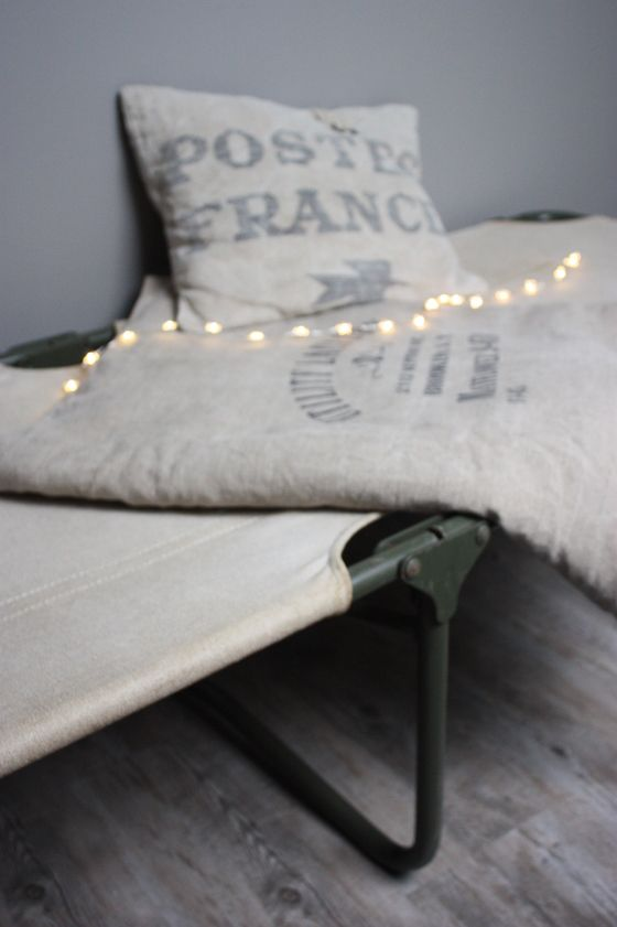 les 25 meilleures id es de la cat gorie lit de camp sur. Black Bedroom Furniture Sets. Home Design Ideas