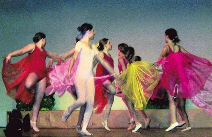 Das Tanzstudio befindet sich in einer restaurierten Marmeladenfabrik in Nippes. Die ruhige Lage und hellen Räume bieten einen Rahmen für intensives Tanztraining, Kreativität und Entspannung. Der Tanzsaal von 75 qm verfügt über Schwingboden und Spiegelwand. Für Kinder und Erwachsene, Anfänger und Fortgeschrittene finden Kurse und Workshops in kleinen Gruppen statt. Bei Aufführungen gibt es die Gelegenheit das Erlernte zu zeigen. Ob Sie nun Modern Dance, Pilates oder Ballett wählen, bei jedem…