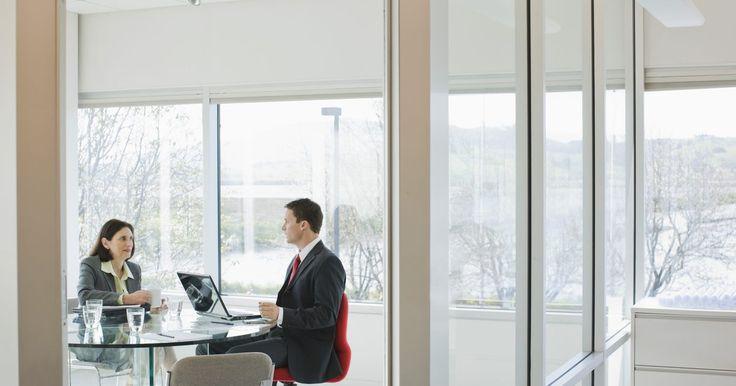 """Cómo desactivar el arrastre de celdas en Excel. Entre las muchas funciones de edición disponibles de la hoja de Excel de Microsoft Office, existe una conocida con el nombre de """"arrastrar y soltar"""". Ésta permite hacer clic en una celda, mantener pulsado el botón del ratón y arrastrar y soltar la celda a otra posición de la hoja de cálculo. Para algunos usuarios, éste es un elemento indispensable ..."""